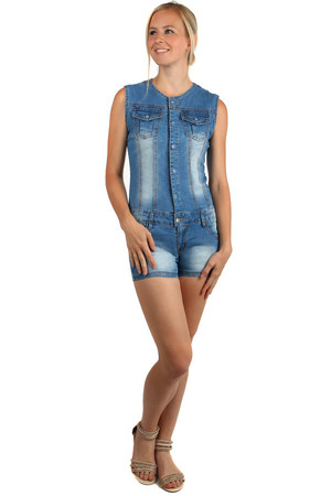 Short ladies denim overall with pockets. Modern scratching. Material: 98% cotton, 2% elastane.