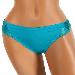 Thong with embroidery on the sides. Material: 95% cotton, 5% elastane.