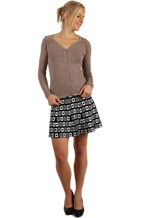 Simple sweater with lace inset on the back. Button fastening. Wide choice of colors. Material: 65% cotton, 35% polyester