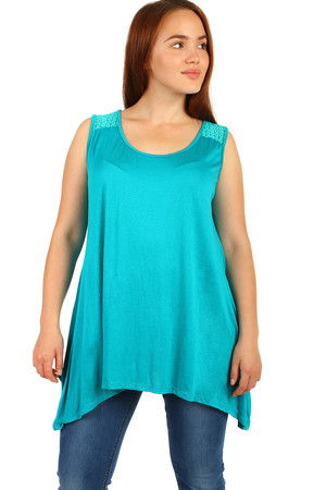 Women's Solid Color Top. Top of back with lace in top color. Round neckline. Asymmetrical, free cut is also suitable for