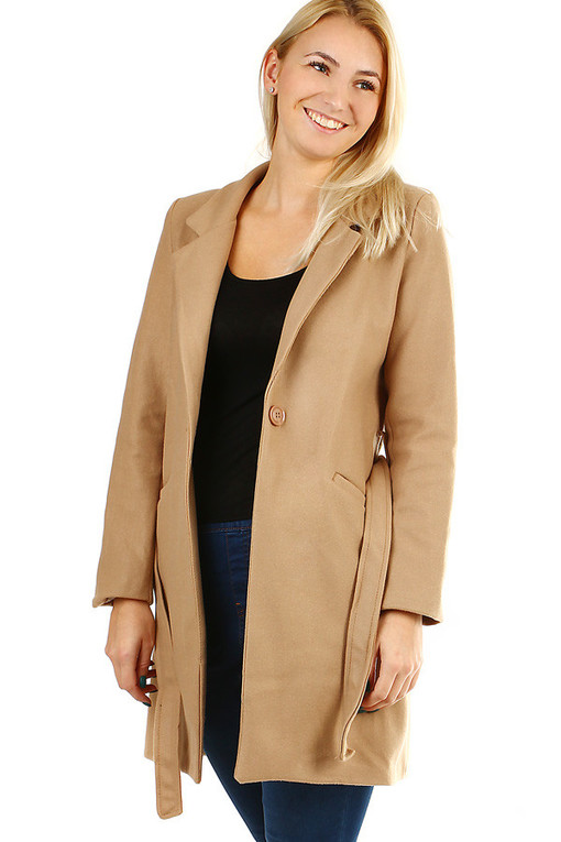 Women's coat with belt and collar