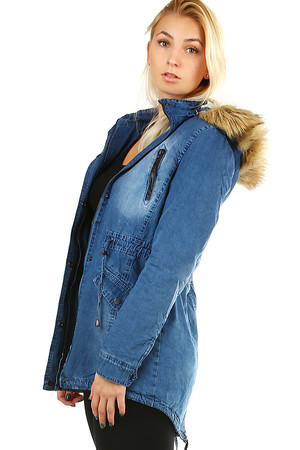 Women's insulated soft denim jacket with hood and fur. The back is slightly elongated. Zip fastening and patents. The